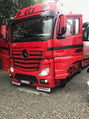 LKW rot schwarz